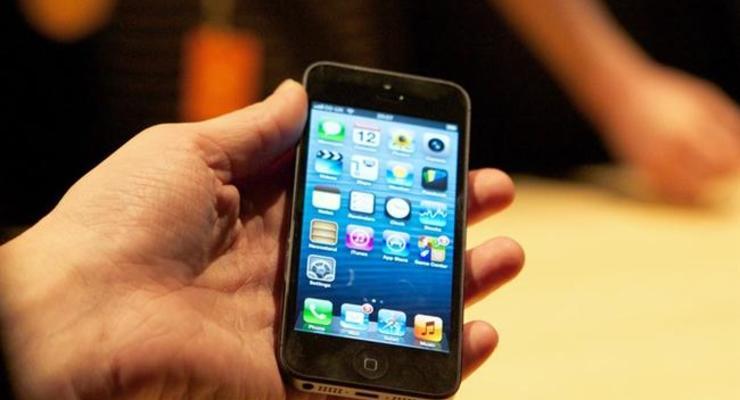 Apple хочет заряжать смартфоны через динамик и микрофон