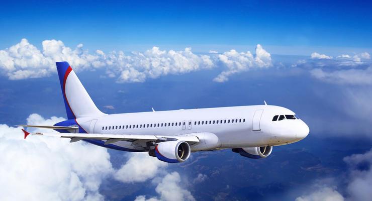 Крупнейшие авиакомпании сокращают число рейсов в Россию