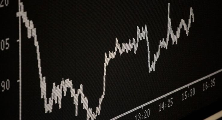 Цена на нефть падает на статистике из США