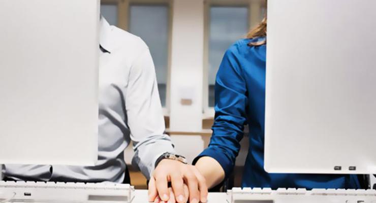 Служебный роман: как работа влияет на личную жизнь