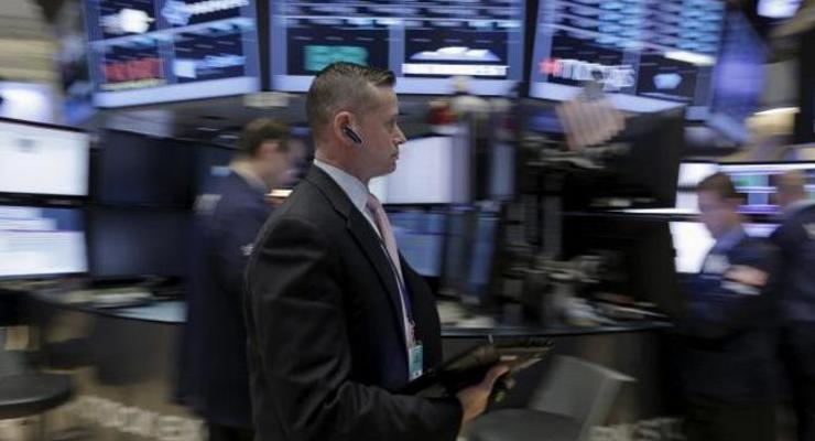 Цены на нефть умеренно падают на фоне глобального переизбытка