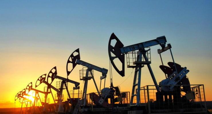 Доллар крепнет, а цена нефти падает