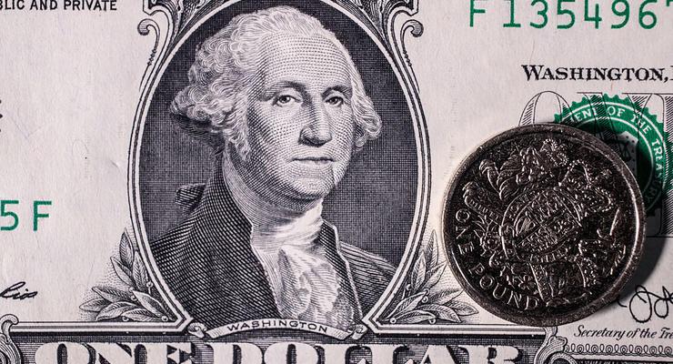 Украинцы больше продают валюты, чем покупают
