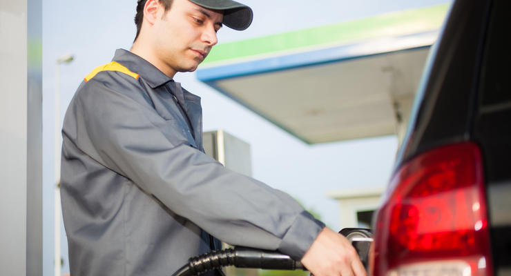На АЗС массово подорожали бензин и дизельное топливо