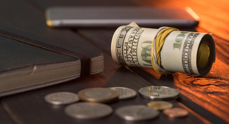 Доллар на межбанке подешевел