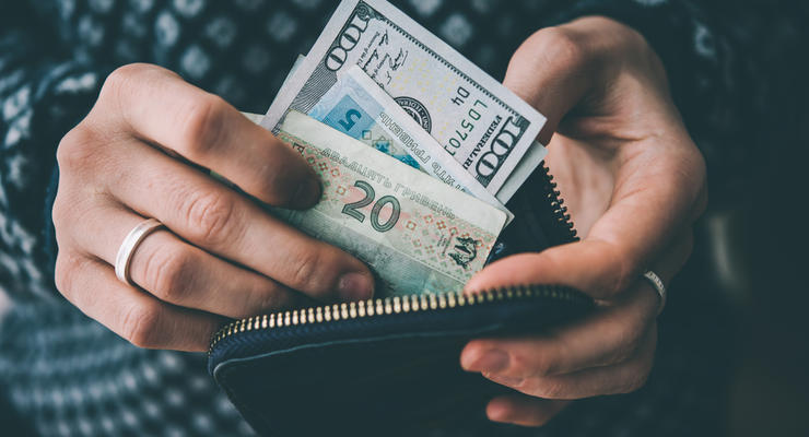 Чистая продажа валюты населением сократилась