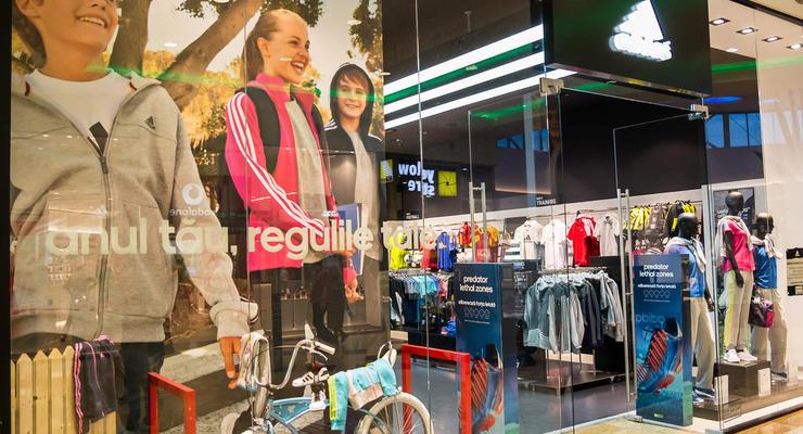 Adidas отозвал детскую коллекцию одежды из-за опасных нашивок