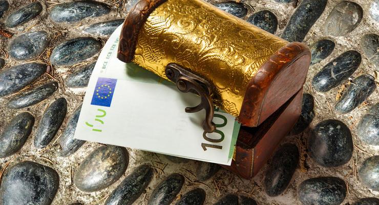 Как в Нарнии: После покупки в интернете, мужчина нашел в шкафу 95 тыс евро