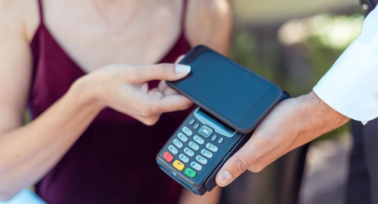 Менять валюту онлайн смогут не все банки, но первый уже подключил услугу