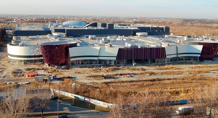 Самый большой ТРЦ в Киеве вернулся к Фирташу за копейки