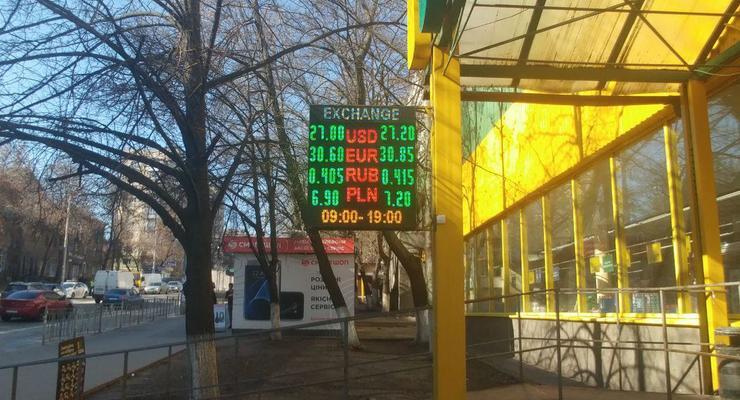 Гривна резко подешевела: Курсы валют на 18 марта