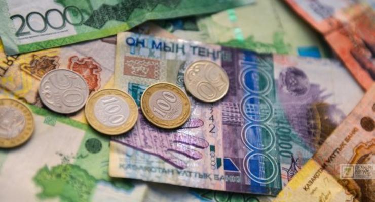 Отставка президента Казахстана: Люди массово скупают доллар в стране