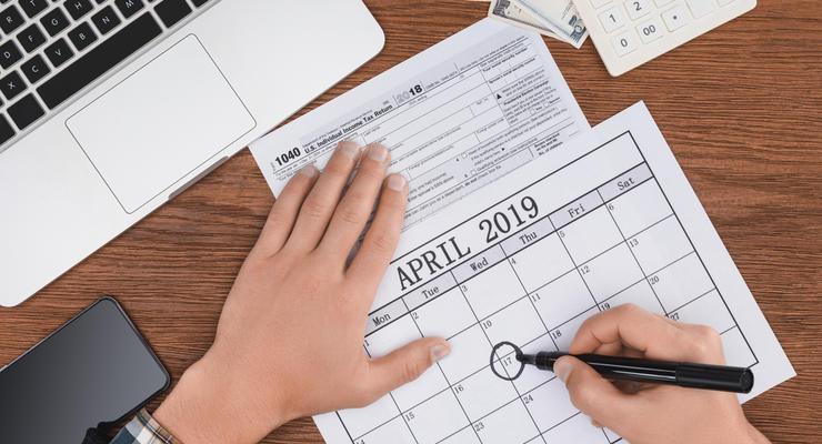 Календарь на апрель: Декларации с врачом, надбавки семьям и стройнормы