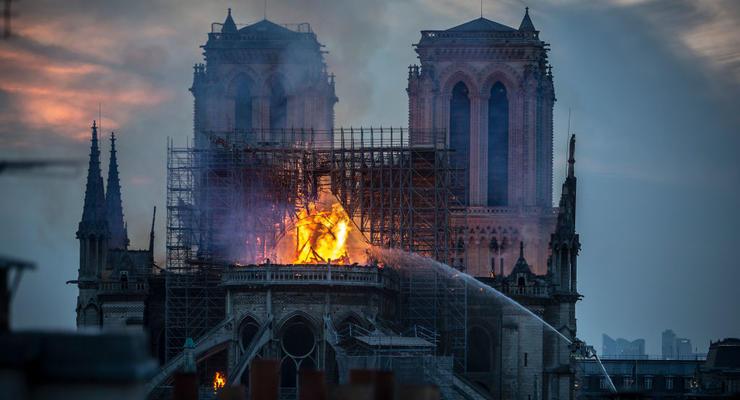 Пожар в Нотр-Дам: Местные миллионеры уже выделили деньги на реставрацию