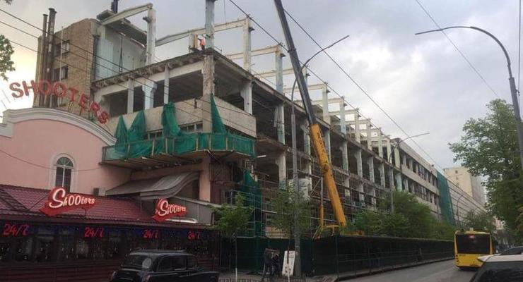 В Киеве начался демонтаж здания оборонного завода
