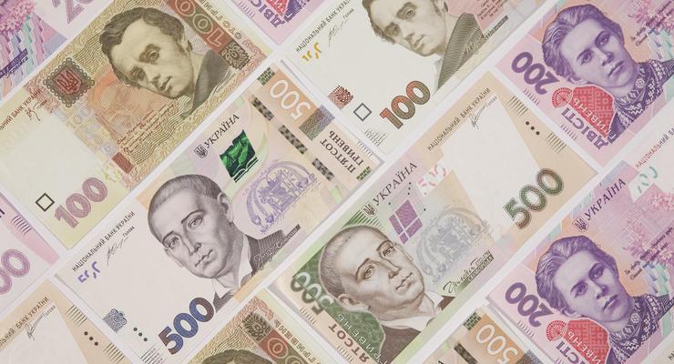 Украинцы пересылают в 3 раза больше денег внутри страны: Инфографика