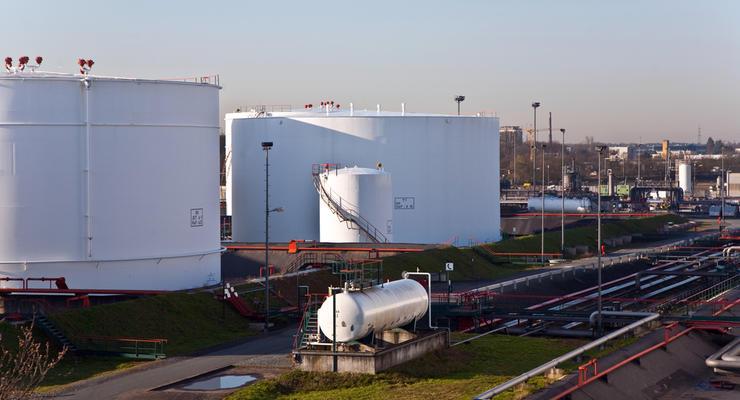 Приватбанк выставил на продажу 7 нефтебаз и хочет более 7 млрд грн