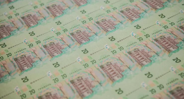 НБУ не дал доллару упасть ниже 25: Чего ждать в августе