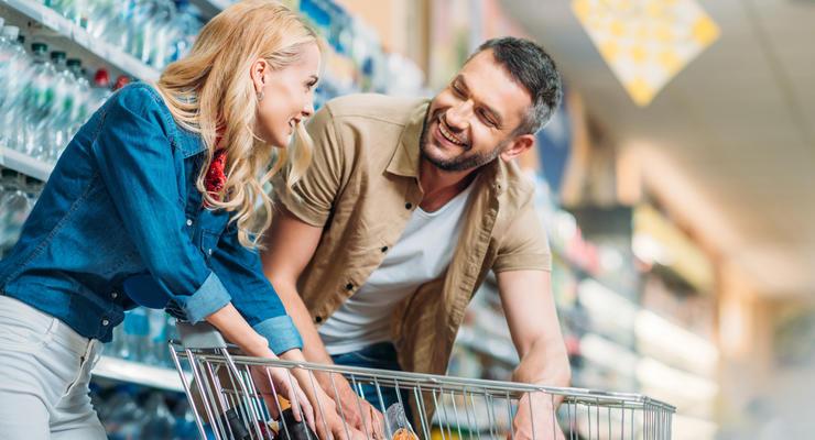 """""""Купят и так"""": Почему цены не падают вслед за долларом"""
