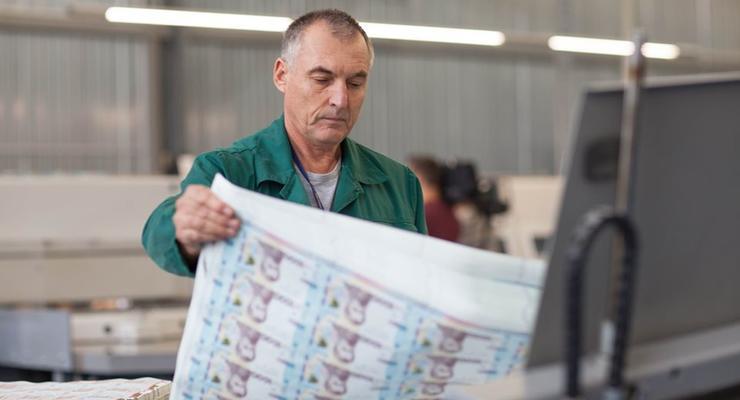 В НБУ показали, как печатаются новые 1000 гривен