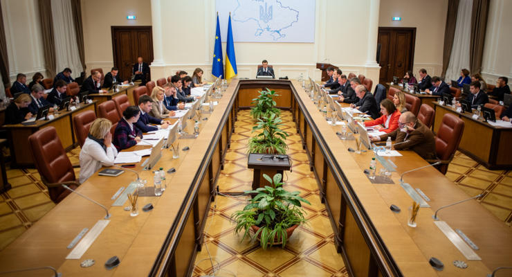 В Украине отменили минимальную зарплату для учителей