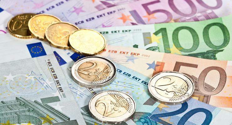 Курс валют: евро ускорил падение