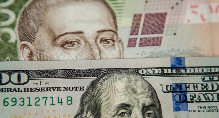 Курс валют: гривна впервые за месяц подешевела
