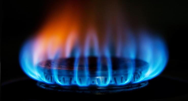 Цена на импортный газ за год упала в два раза