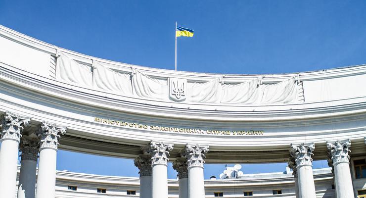 МИД закупил чашки и пледы по 1500 грн за единицу