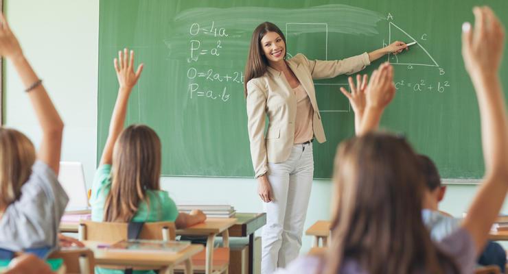 Украинские учителя получат дополнительно по 21 тыс грн