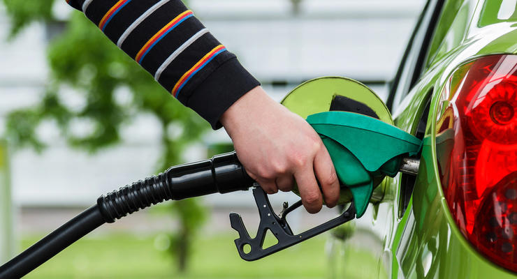 АЗС снижают цены на автомобильное топливо