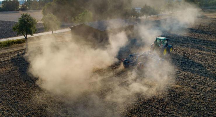 """""""Не сорвать посевную"""": Кабмин разрешил продажу семян и пестицидов"""