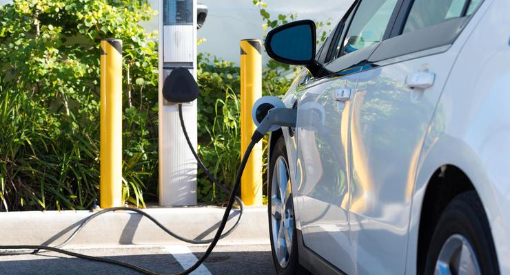 Нафтогаз запустил первую зарядную станцию для электроавто