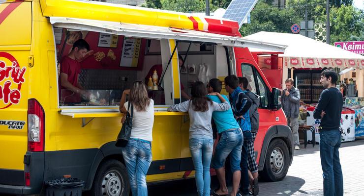 В Киеве кофейням и киоскам с фаст-фудом разрешили работать на вынос
