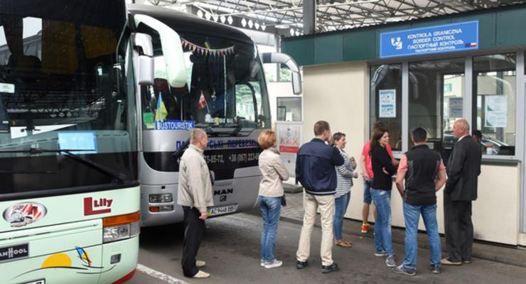 В Кабмине инициируют перевозку заробитчан наземным транспортом