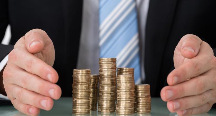 Зарплаты украинских чиновников могут ограничить - проект закона