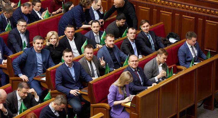 """Комитет избирателей: Более половины фракции """"Слуга народа"""" - миллионеры"""