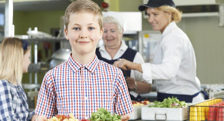 В Украине реформируют систему школьного питания: Подробности
