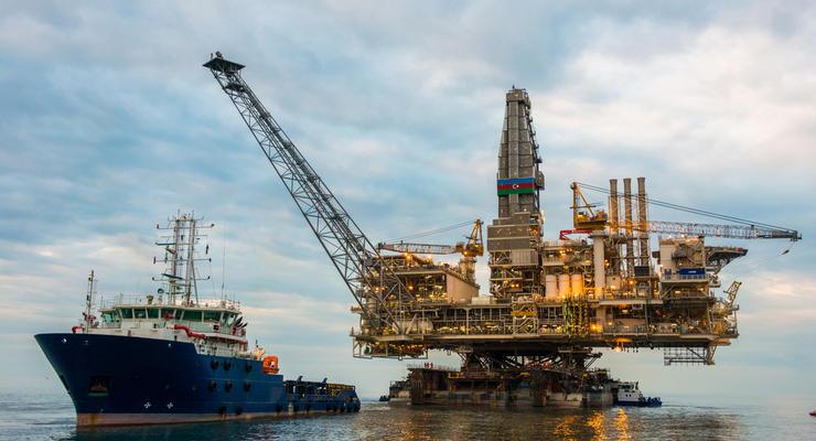 Нефть на мировых рынках несущественно дешевеет