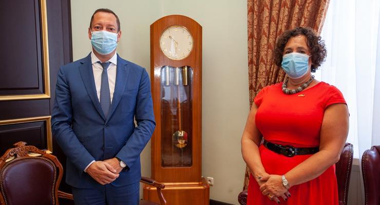 Глава НБУ встретился с британским послом: О чем шла речь