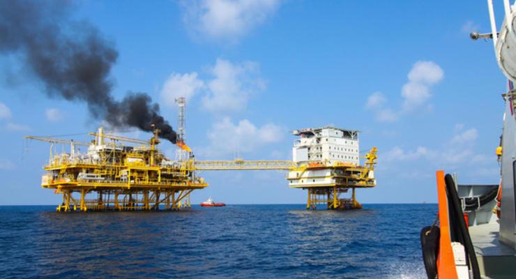 Нефть на мировых рынках в пятницу дорожает