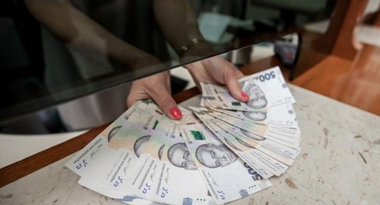 Средняя зарплата в Украине уменьшилась: Где получают больше всего