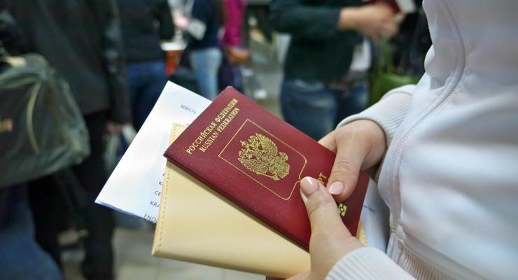 Украина введет санкции за выдачу российских паспортов на Донбассе - СМИ