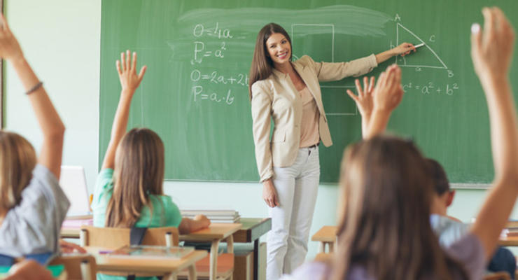 Зарплата учителей: Кабмин опубликовал график повышения окладов в 2021 году