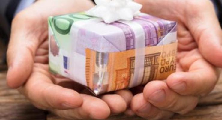 """ТОП-чиновники теперь могут принимать дорогие подарки и """"благодарить"""" за них - НАПК"""