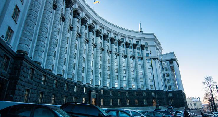Министерство Уруского покупает три авто за 3 млн грн