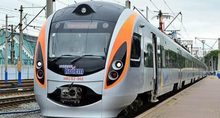 В поездах Интерсити+ появился бизнес-ланч: чем и за сколько можно полакомиться