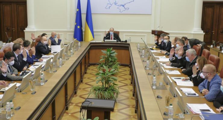 """Кабмин продлил срок подачи заявок на получение """"карантинных"""" 8 тыс грн"""