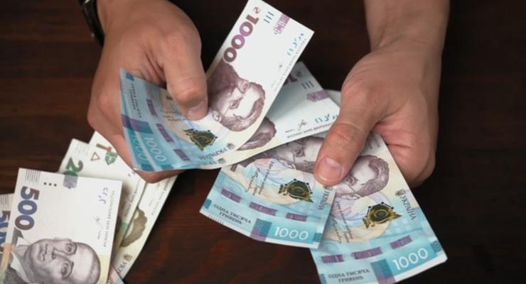 Зарплата в Украине за месяц упала почти на 3%: Где зарабатывают больше всего