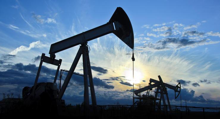 """Цены на нефть на 12.01.2021: """"черное золото"""" незначительно дешевеет"""